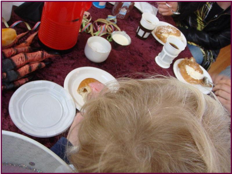 Fastelavnsfest kaffe med drageklør