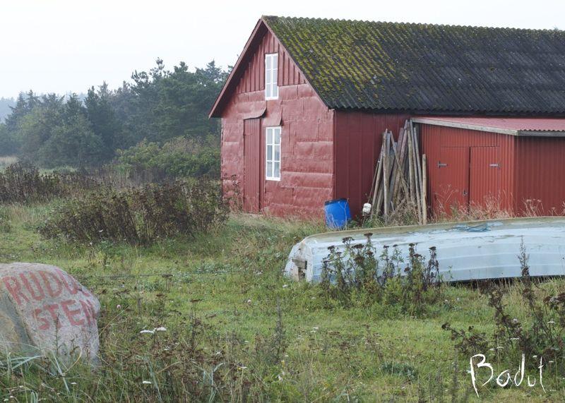 Lille rødt fiskerhus ved Humlum fiskerleje