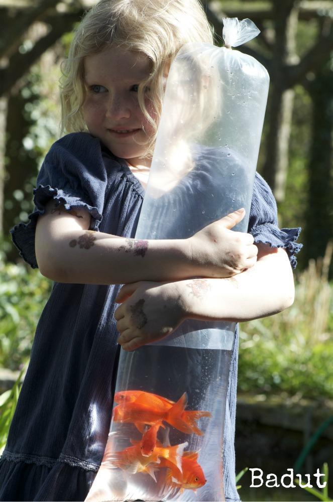 Anna med guldfisk