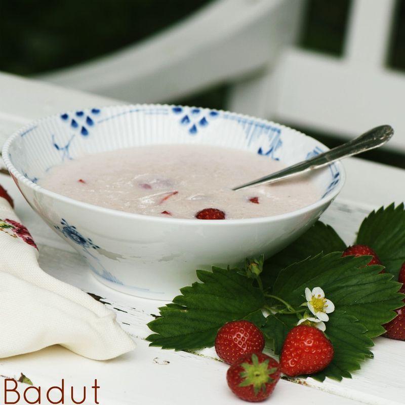 Hjemmelavet jordbærkoldskål
