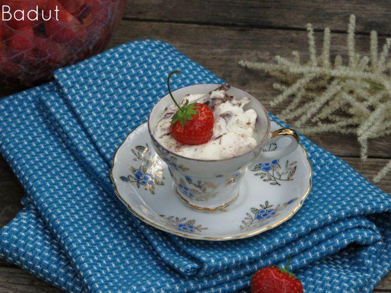Jordbærdessert med chokoladeskum
