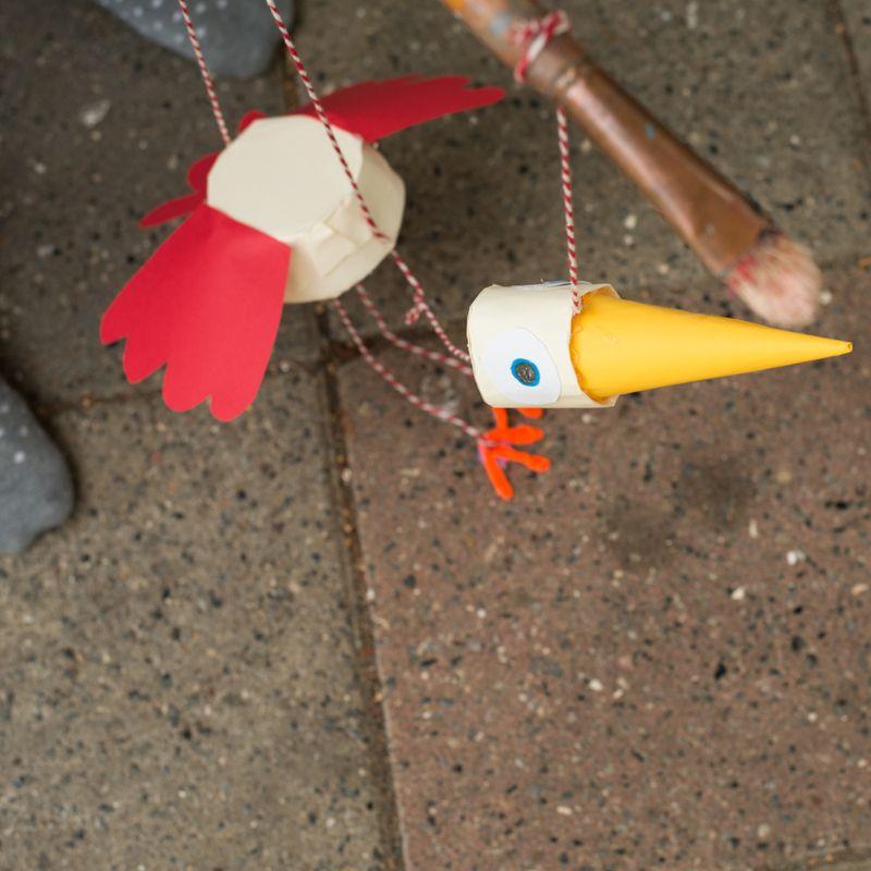 Marionetdukke fugl på opdagelse