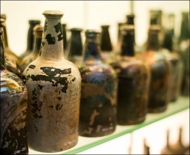 Oldgamle vinflasker fra St. George
