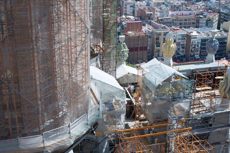 Sagrada Familia et kik ned på byggepladsen