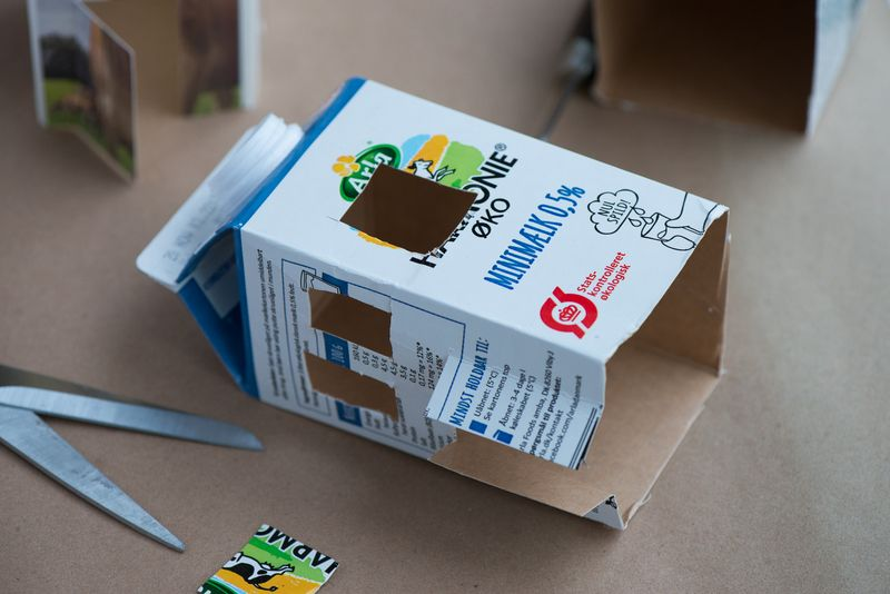 Lys hus af mælkekarton DIY