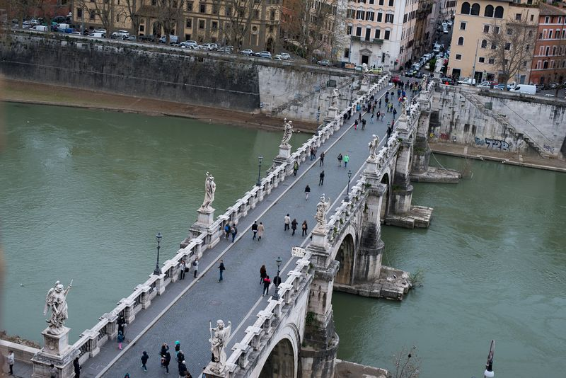 Udsigt ned over englens bro fra Castel Sant'Angelo