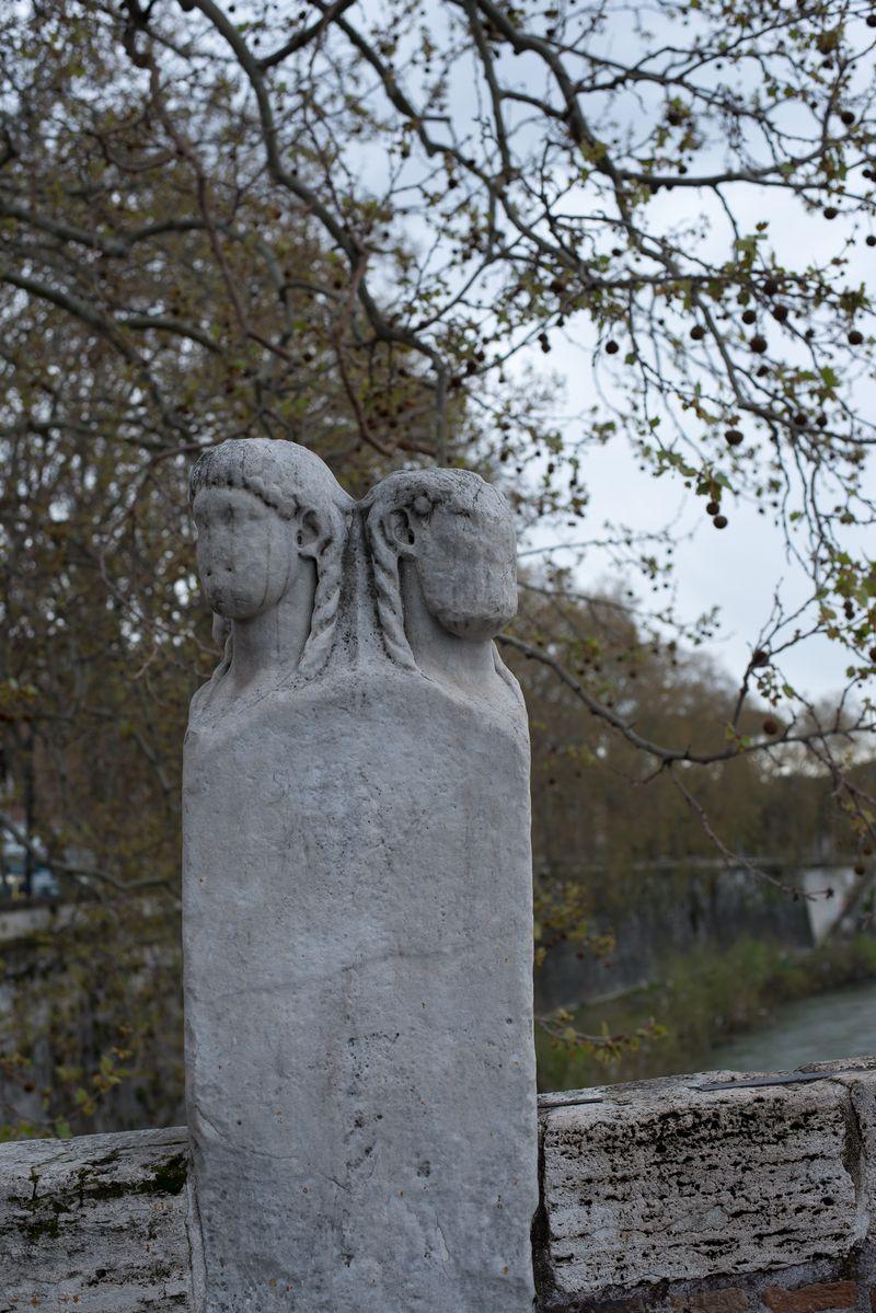 Janussøjle på Ponte Fabricio