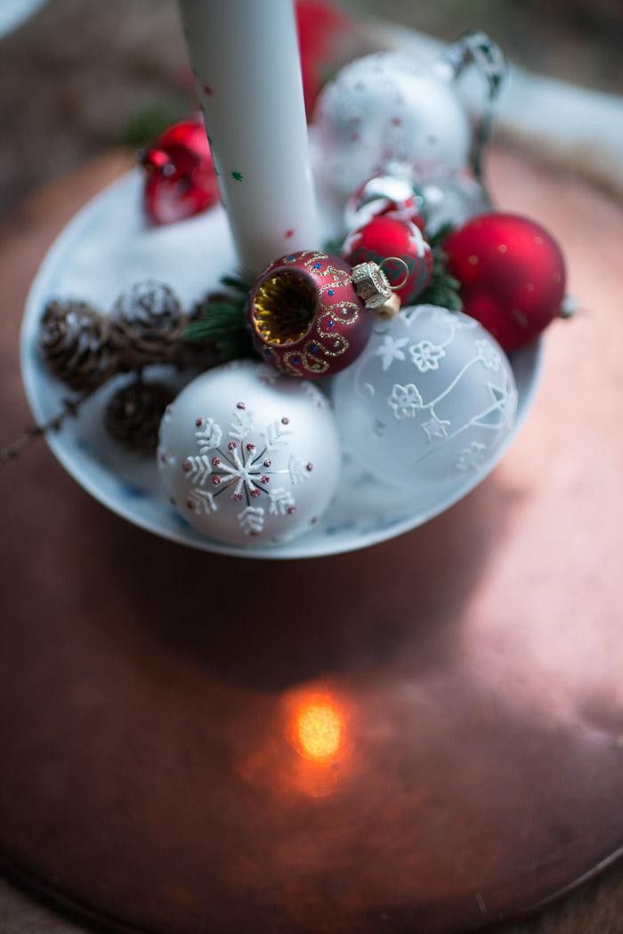 Kalenderlys med julekugler