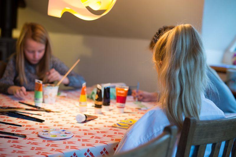 Der laves malerier til børnefødselsdag